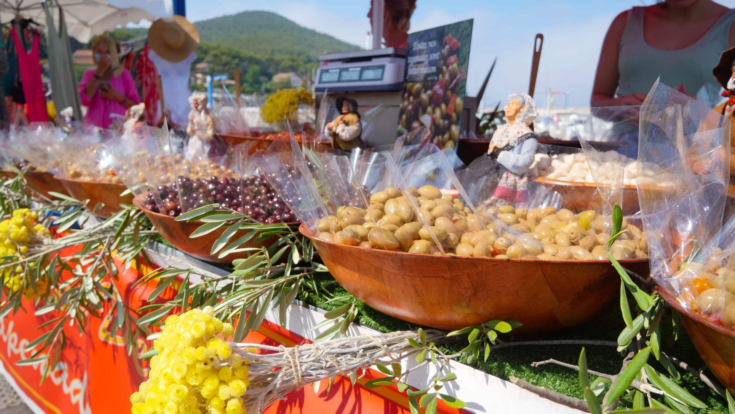Marché estival sur le port de la Madrague